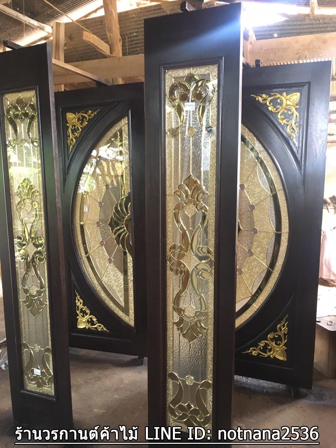 ประตูไม้สักกระจกนิรภัยแตงโมเต็มบาน สีโอ๊ค เกรดA รหัส A112