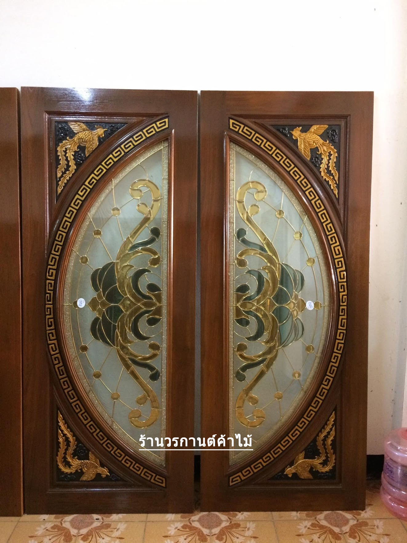 ประตูไม้สักกระจกนิรภัยแตงโมเต็มบานแกะหงส์คู่ เกรดA รหัส A07