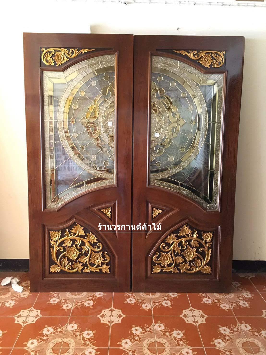 ประตูไม้สักกระจกนิรภัยปีกนก แกะดอกไม้ เกรดA รหัส A96