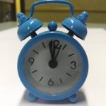 นาฬิกาปลุกจิ๋วๆ สีฟ้า 4*6*1.8cm พร้อมถ่านกระดุม LR44