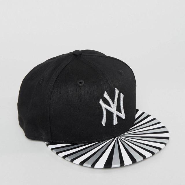 หมวก New Era 9 Fifty woman Cap NY Yankees Metallic Ray